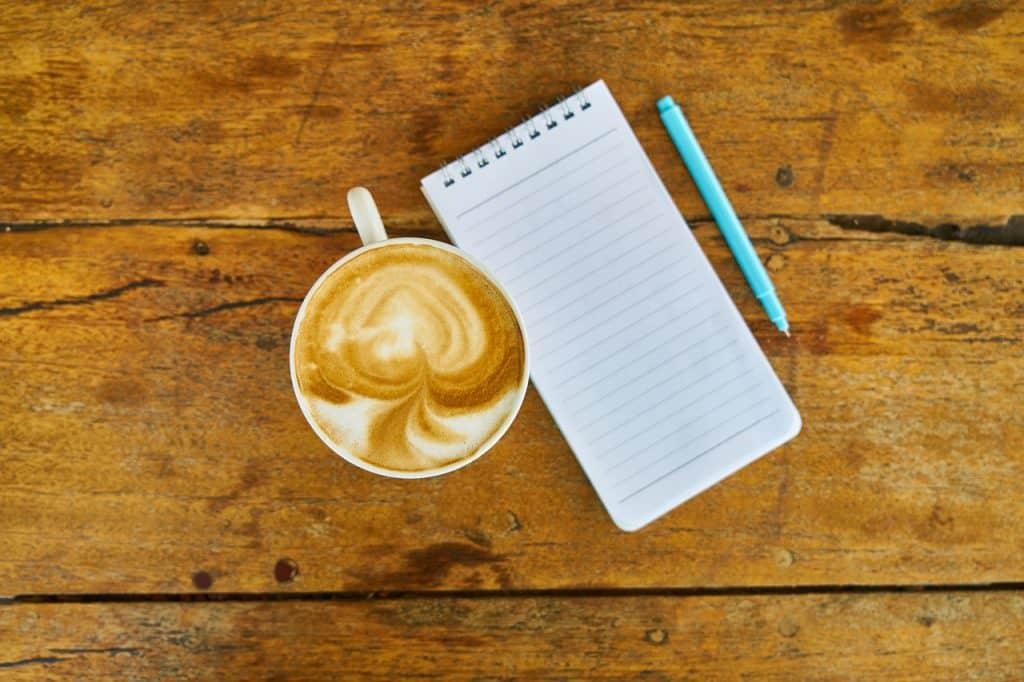 ספל קפה, פנקס ועט כתיבה