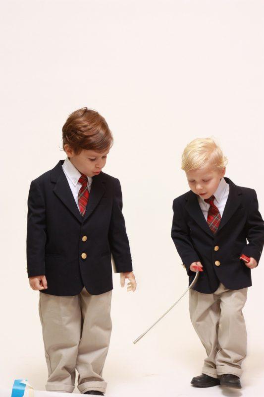 ילדים לבושים חגיגי